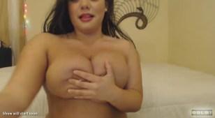 Carmen_Cavicchi hand bra