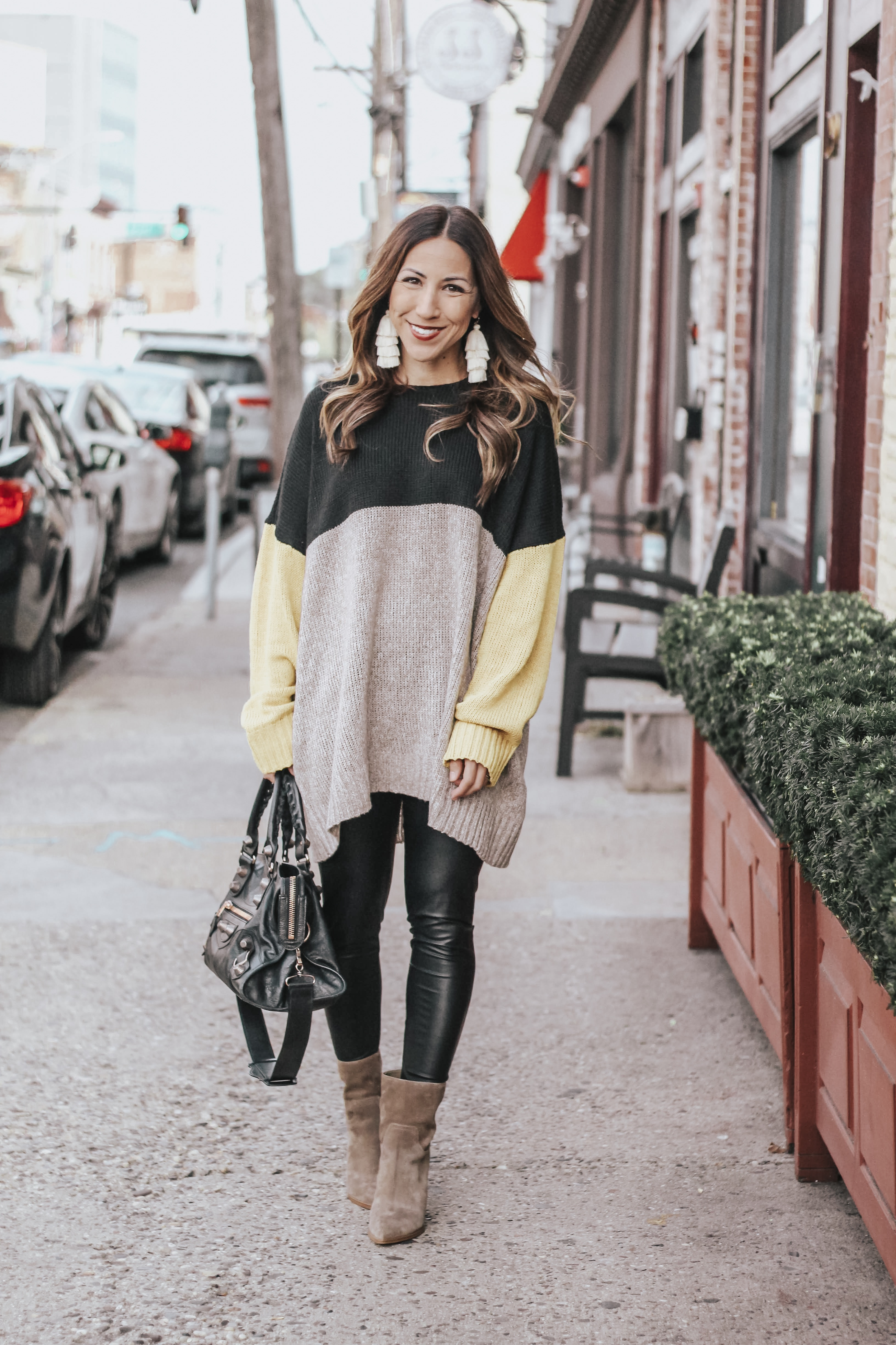 what to wear with faux leather leggings