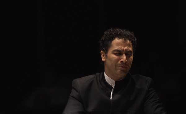 Houston Symphony Music Director Andrés Orozco-Estrada conducts the orchestra.