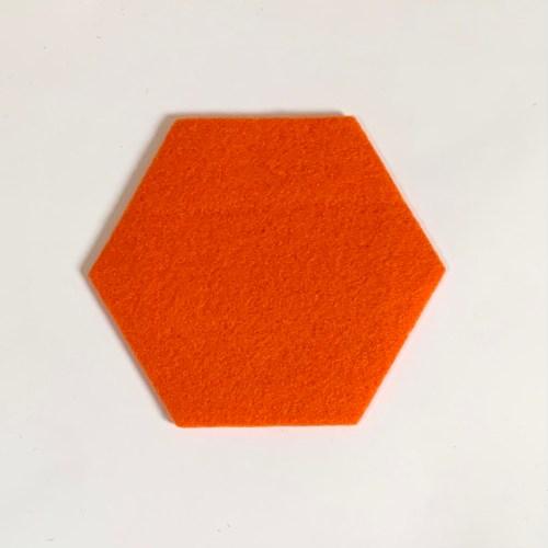 oranje onderzetter hexagon handgemaakt door houtmoed