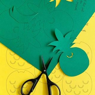 knip de vormen voor je ananassen uit het papier