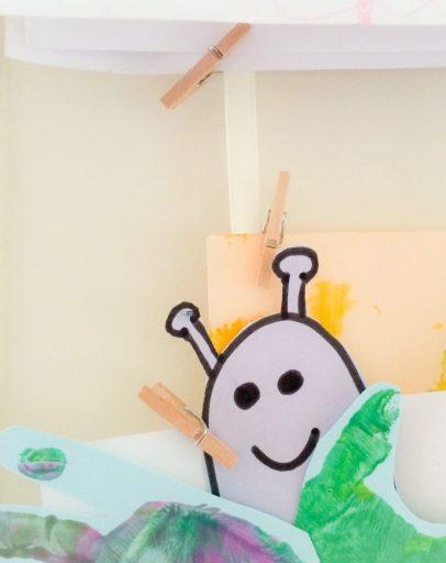het ophangen van kinderkunst was nog nooit zo makkelijk