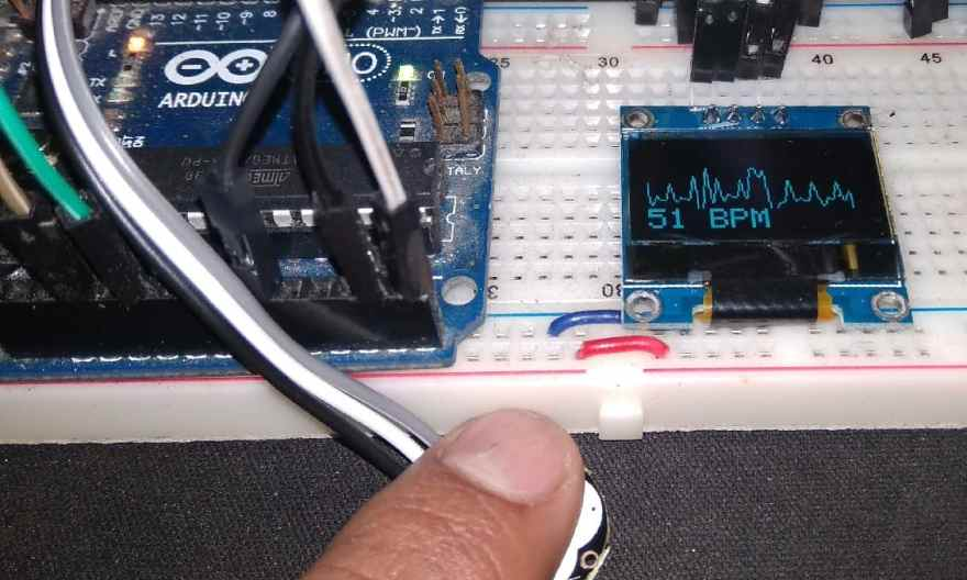 ECG Display using Pulse Sensor with OLED & Arduino