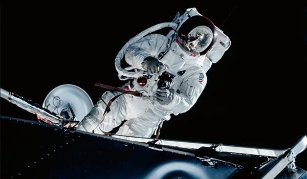 astronaut dies