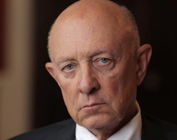 Бывший директор ЦРУ Р. Джеймс Вулси.