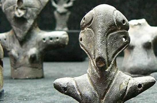 Mysterious Vinca figurines