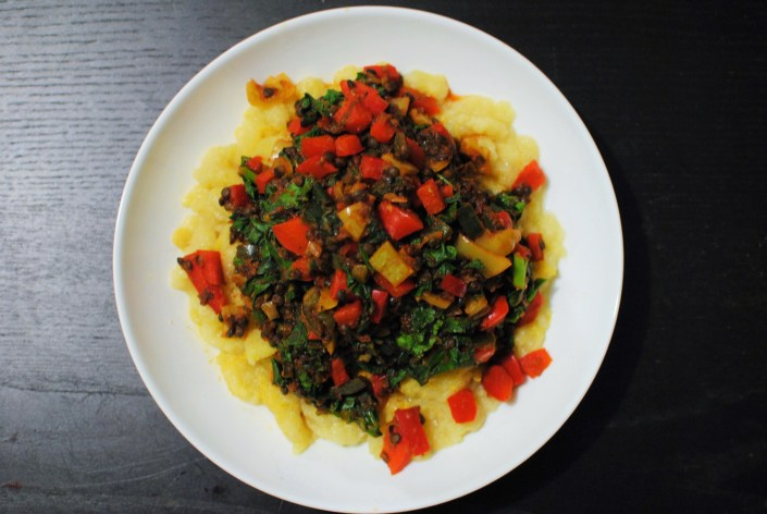Pepper, tomato and onion stew (lecsó) with black lentils and kale