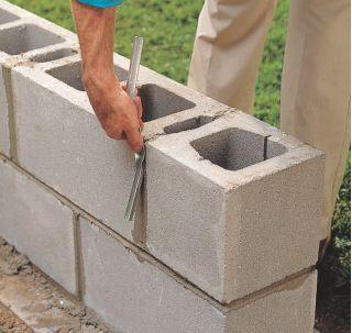 How to Lay Concrete Block11
