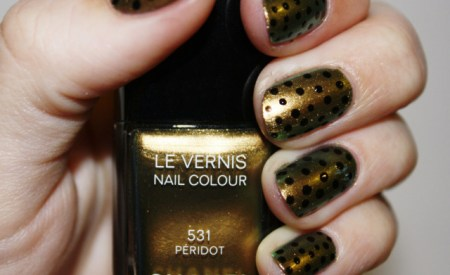 Polka Nail Art Gold & Black