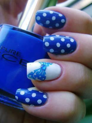 Blue Polka dots Nail Art