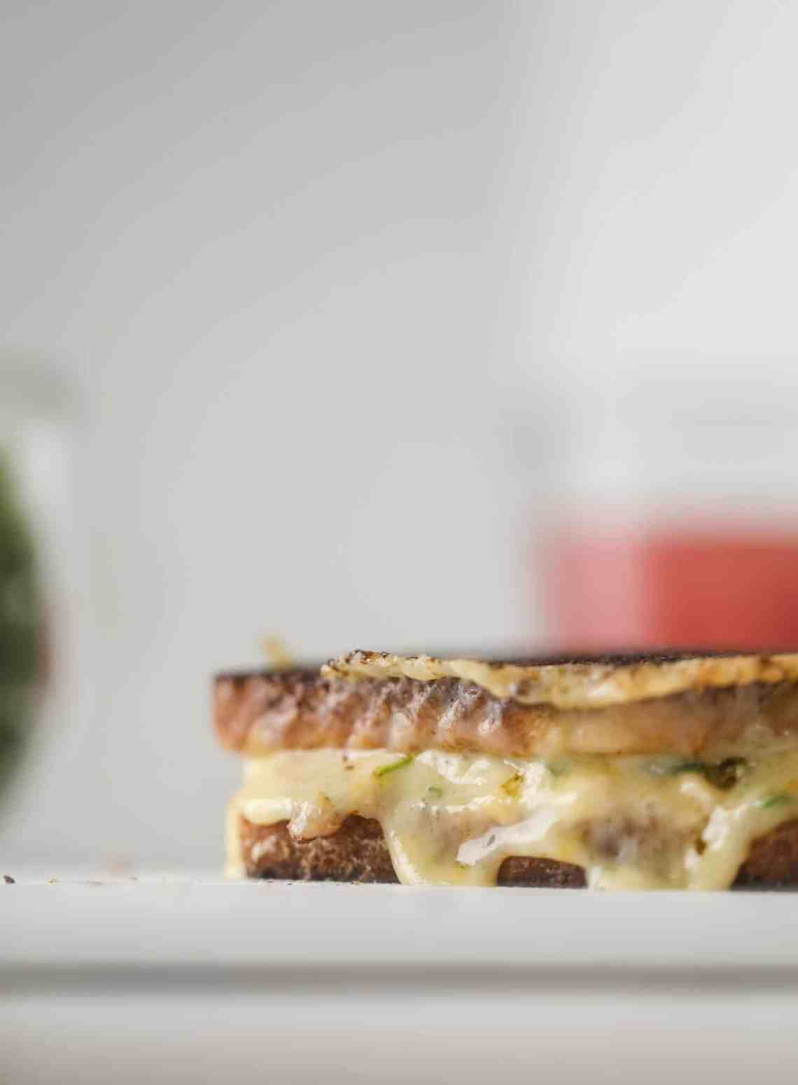 This tuscan tuna melt is a modern way to enjoy a tuna sandwich, with peppery arugula, melty cheese, pickled onions and sun dried tomato spread! I howsweeteats.com #tuna #melt