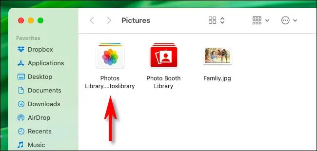 """The """"Photos Library.photoslibrary"""" file seen in Finder."""