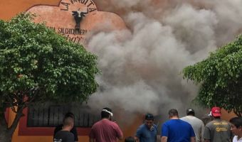 VIDEO: Incendio consume tienda en Malinalco