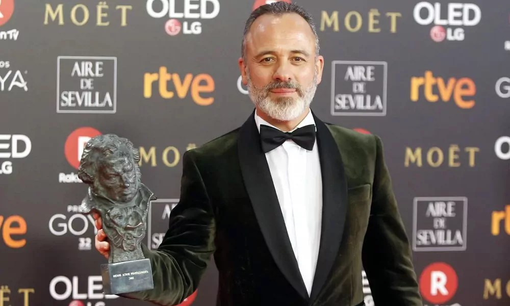 Javier Gutiérrez posa junto a uno de sus premios Goya.