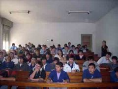 Estudiantes mercedinos escuchan a representantes de la UBA