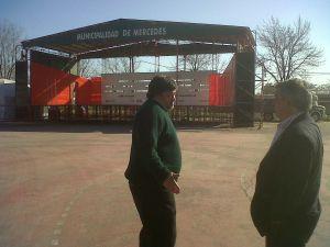 Foto: Carlos Selva dialogando y ultimando detalles junto al Director de Turismo Marcelo Melo