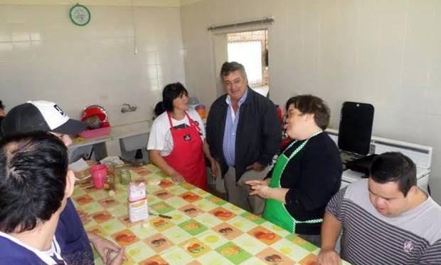 Carlos Selva recorrió instalaciones del Hogar Gran Arco Iris constatando obras realizadas