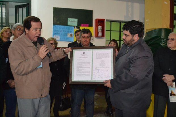 Denapole entregó a la comunidad de San Patricio proyecto original sobre Barbeito y Barletti