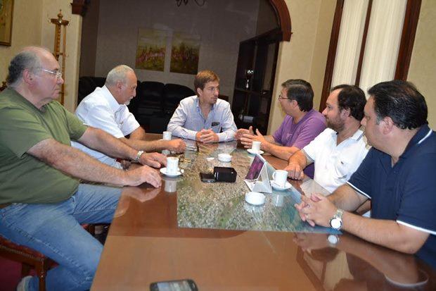 Reunión de dirigentes con el intendente Ustarroz