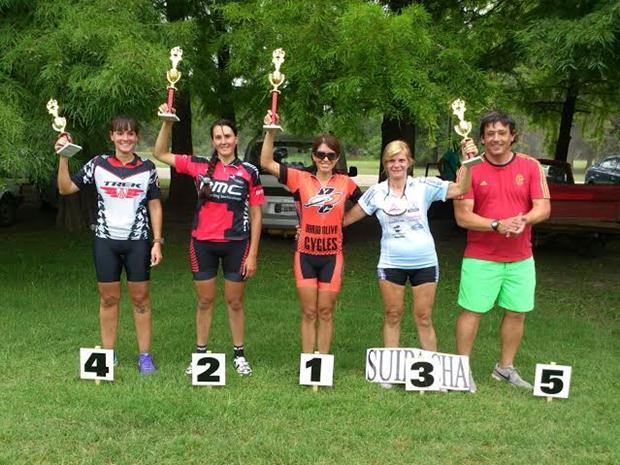 Ciclismo: Bajo la lluvia se cumplió con las carreras