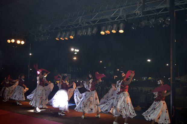 Se inauguró la Fiesta del Durazno y la lluvia impidió terminar la primera noche