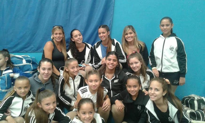 Alumnas de patín del Club Mercedes, junto a los más grandes patinadores del mundo
