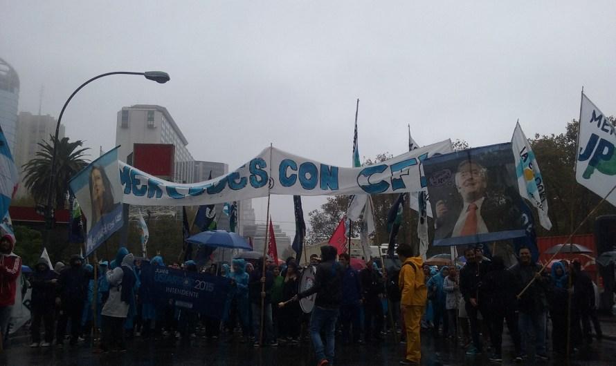 Importante participación mercedina en acto de apoyo a Cristina Fernández de Kirchner