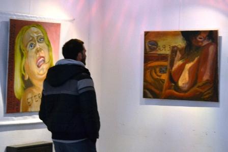 Solano Pérez expone sus Afiches en el Foyer del Teatro