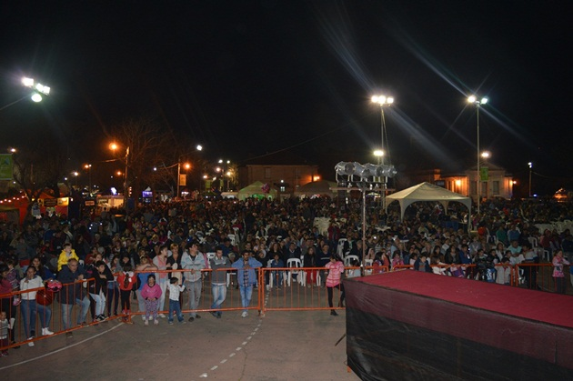 Multitudinaria primera jornada de la Fiesta Nacional del Salame Quintero