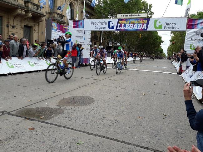 Nicolás Naranjo se quedó con la etapa de Mercedes (videos)