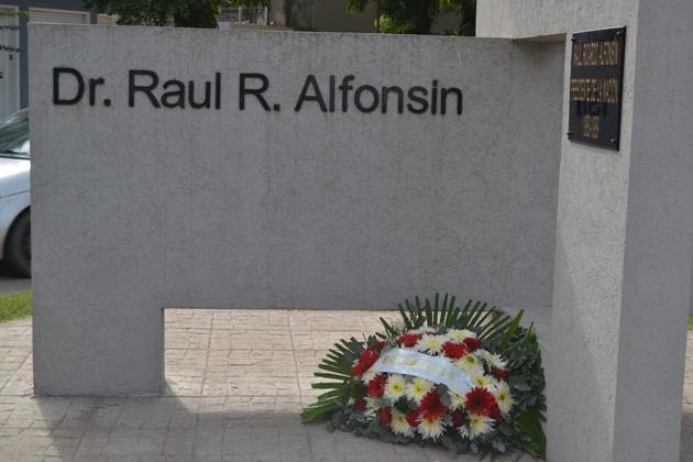 Homenaje al fallecido presidente Raúl Alfonsín