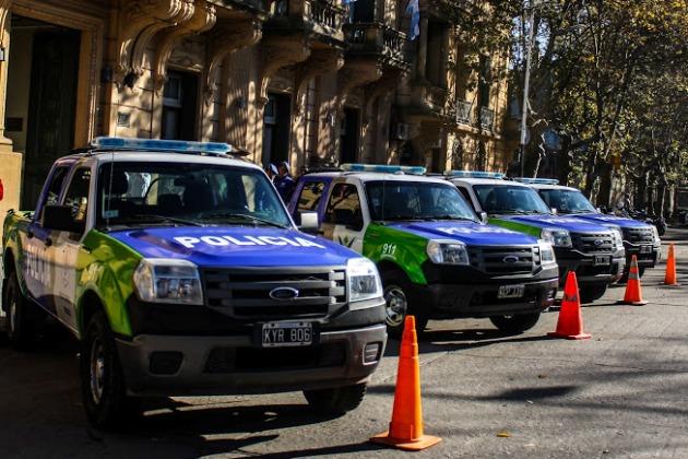 Municipio entregó cuatro patrulleros para las policías comunal y local