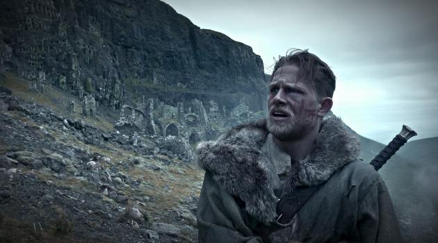 Cine: El Rey Arturo se cruza con el Jefe en Pañales