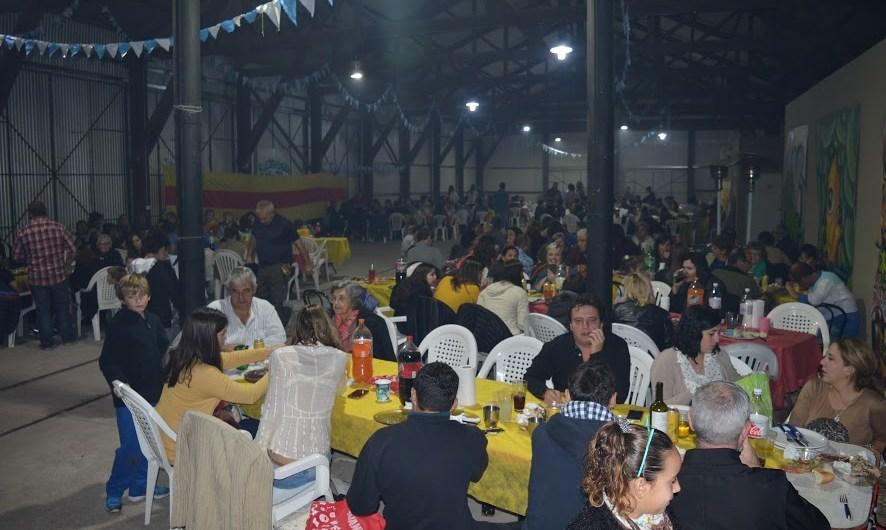 MRC y Municipio llenaron La Trocha en una nueva cena solidaria