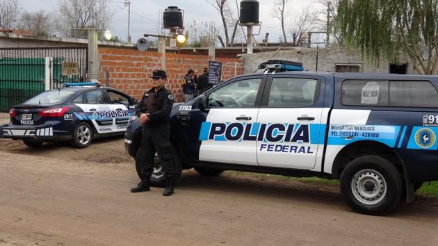 Policía Federal Mercedes encuentra 400 dosis de cocaina en allanmientos