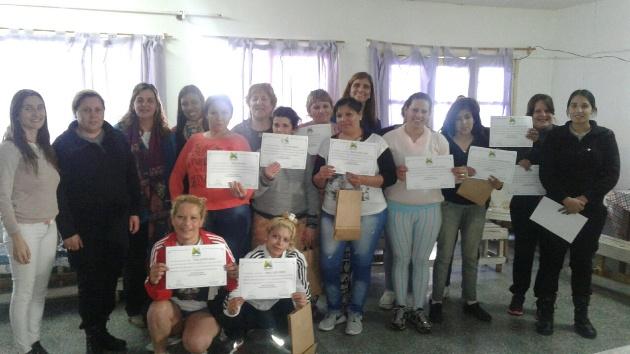 Internas reciben certificados de capacitación en mediación comunitaria