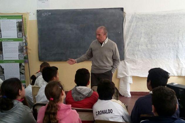 Ricardo Tabossi presentó su libro ante los alumnos de la Primaria N° 11