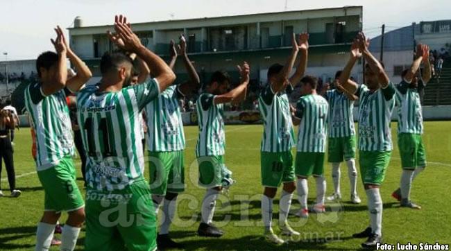 Gol de Mauro Bustos en la victoria de Laferrere ante Cambaceres