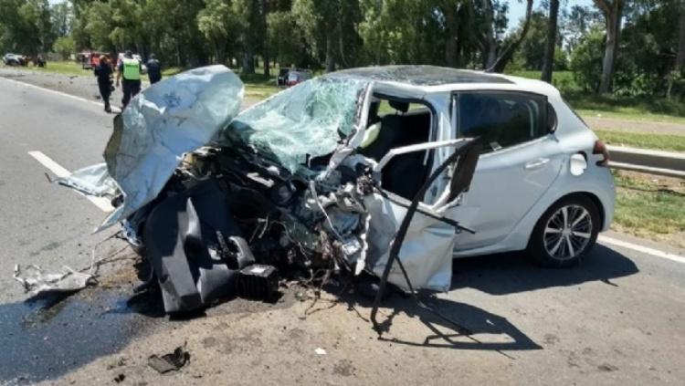 Un muerto en choque frontal entre dos autos en la ruta 5.