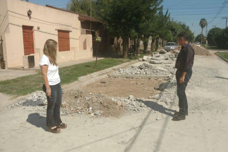 Concejales de Cambiemos recorrieron obras de pavimentación que presentan graves falencias