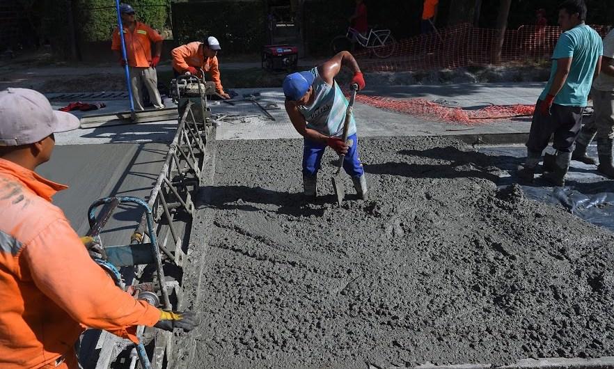 Municipio empezó el proceso de volcado del hormigón en el nuevo asfalto de Blandengues