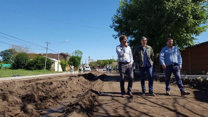 Avanza la obra de pavimentación de 42 de 15 a 29 que Municipio hace con fondos propios