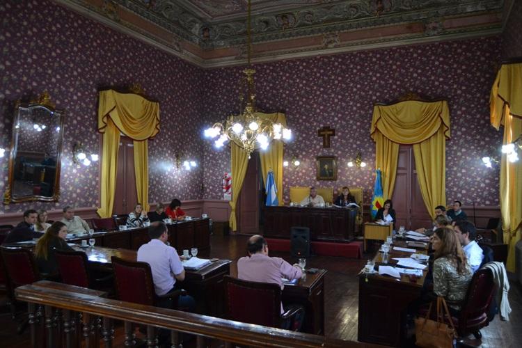 Los Concejales aprobaron el incremento de tarifas pedido por los taxistas