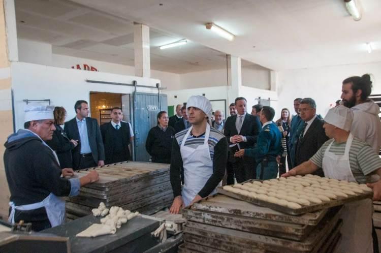 El Jefe del Servicio Penitenciario entregó libretas sanitarias a internos panaderos