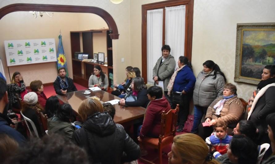 Referentes comunitarios en mesa de trabajo, con eje solidario, junto al intendente Ustarroz
