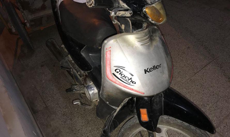 Mujer detenida por circular en moto con pedido de captura
