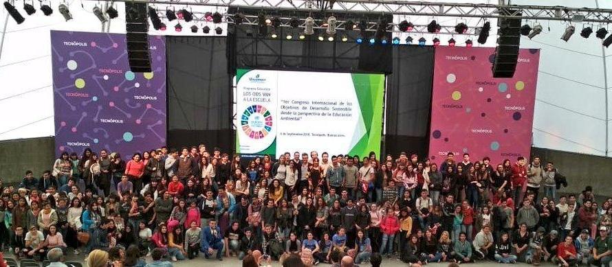 Estudiantes secundarios trabajan en proyectos ambientales en el Río Luján