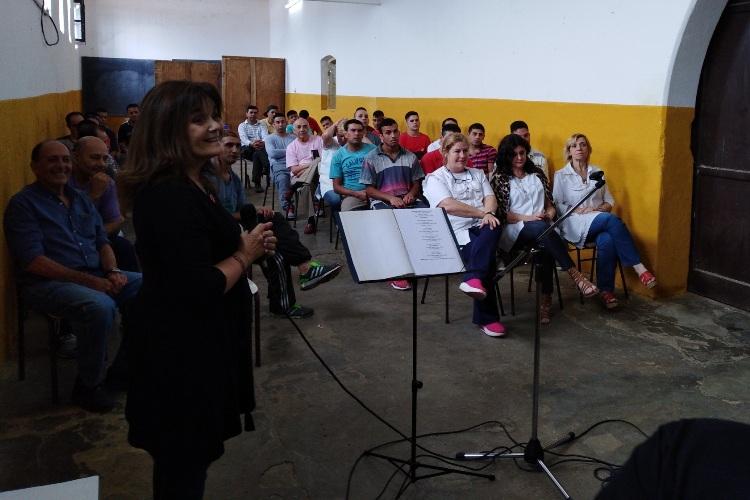 Música en la primaria de la cárcel de Mercedes