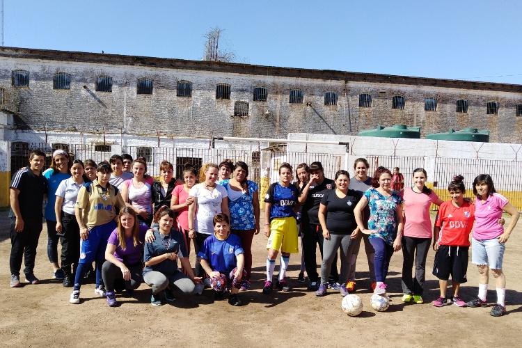 Tarde de fútbol femenino en la Unidad N° 5