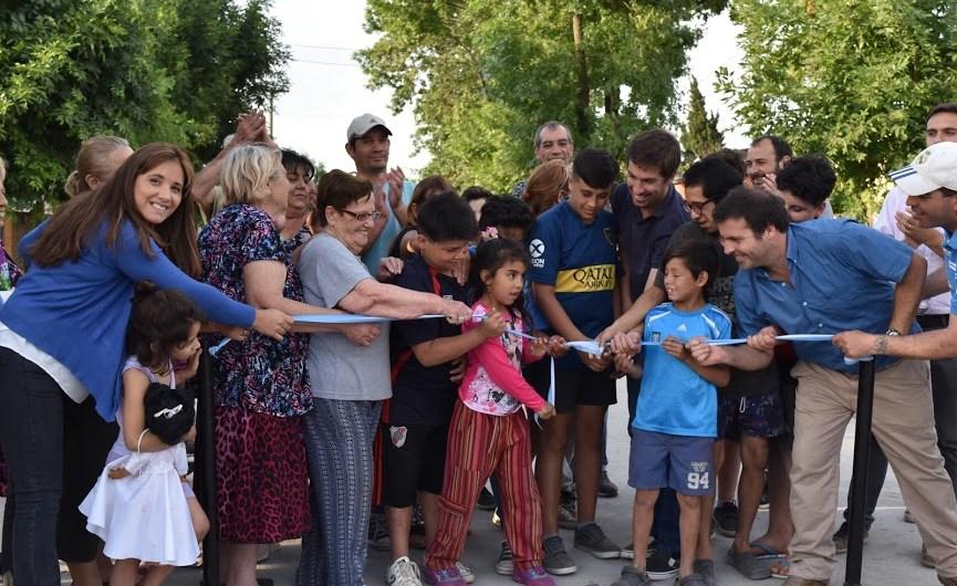 Intendente Ustarroz inauguró asfalto que une Escuela N°3 y Escuela N°30